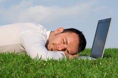Hombre con exceso de trabajo cansado Imagen de archivo