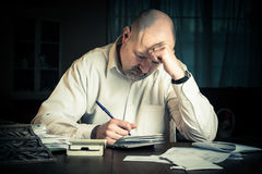 Hombre con finanzas Imagen de archivo libre de regalías