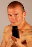 Hombre con fragancia foto de archivo