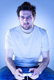 Hombre con Gamepad Foto de archivo