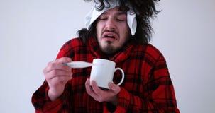Hombre con gripe y fiebre fotografía de archivo
