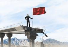 Hombre con la bandera que presenta concepto de la dirección Imagen de archivo libre de regalías