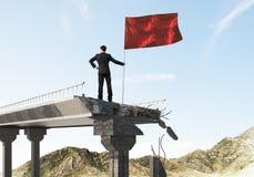 Hombre con la bandera que presenta concepto de la dirección Fotos de archivo libres de regalías