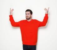 Hombre con la barba con los brazos aumentados Fotografía de archivo libre de regalías