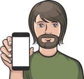 Hombre con la barba que muestra un app móvil en un teléfono elegante Fotos de archivo
