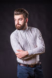 Hombre con la barba, retrato del color imagenes de archivo