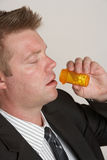 Hombre con la botella de píldora Fotos de archivo