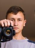 Hombre con la cámara Fotos de archivo libres de regalías
