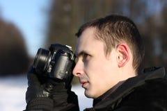 Hombre con la cámara de la foto horizontal Imagen de archivo
