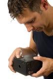 Hombre con la cámara pasada de moda de la foto imagen de archivo libre de regalías