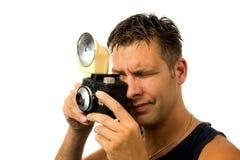 Hombre con la cámara pasada de moda de la foto foto de archivo libre de regalías
