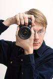 Hombre con la cámara refleja fotografía de archivo libre de regalías