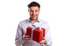 Hombre con la caja de regalo roja Fotografía de archivo