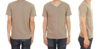 Hombre con la camiseta marrón en blanco Fotografía de archivo libre de regalías