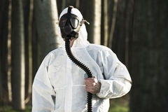 Hombre con la careta antigás Imagen de archivo