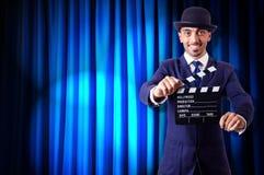 Hombre con la chapaleta de la película Imagenes de archivo