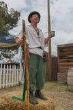 Hombre con la ejecución medieval de la fantasía Imagen de archivo libre de regalías