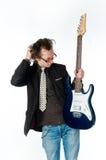 Hombre con la electro guitarra foto de archivo libre de regalías