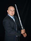Hombre con la espada del samurai Imagenes de archivo