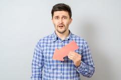Hombre con la flecha roja que señala a la izquierda y abajo Fotografía de archivo