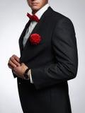 Hombre con la flor hombre del novio en traje imágenes de archivo libres de regalías