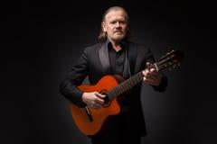Hombre con la guitarra Foto de archivo