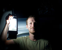 Hombre con la linterna Fotos de archivo