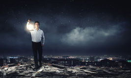 Hombre con la linterna Foto de archivo