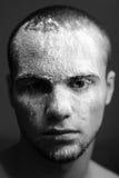 Hombre con la máscara blanca Imagenes de archivo