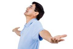 Hombre con la mirada extendida de los brazos para arriba Imágenes de archivo libres de regalías