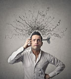 Hombre con la primavera en su cerebro Fotos de archivo libres de regalías