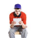 Hombre con la tableta de la PC Fotografía de archivo libre de regalías