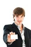 Hombre con la tarjeta de visita en blanco Fotos de archivo