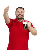 Hombre con la taza valiente a disposición que llama a amigos Fotografía de archivo libre de regalías