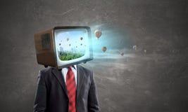 Hombre con la TV en vez de la cabeza Técnicas mixtas imagen de archivo