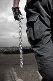 Hombre con las cadenas Foto de archivo