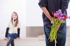 Hombre con las flores Foto de archivo libre de regalías