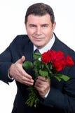 Hombre con las rosas imagenes de archivo