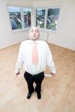 Hombre con los bolsillos vacíos Foto de archivo libre de regalías