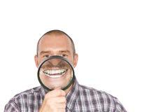 Hombre con los dientes blancos magnificados Foto de archivo