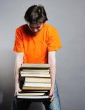 Hombre con los libros. foto de archivo