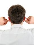 Hombre con los oídos cerrados Imagen de archivo