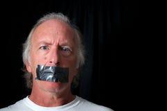 Hombre con los ojos abiertos con la boca grabada conducto Imagenes de archivo