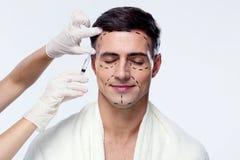 Hombre con los ojos cerrados en la cirugía plástica Foto de archivo libre de regalías