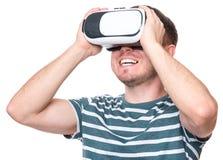 Hombre con los vidrios de VR Imagen de archivo libre de regalías
