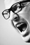 Hombre con los vidrios que grita fotos de archivo