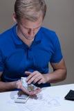 Hombre con problemas financieros Imágenes de archivo libres de regalías