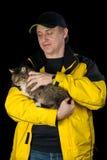 Hombre con su gato querido Foto de archivo