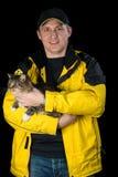Hombre con su gato querido Fotografía de archivo