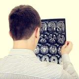 Hombre con tomografía Imagen de archivo
